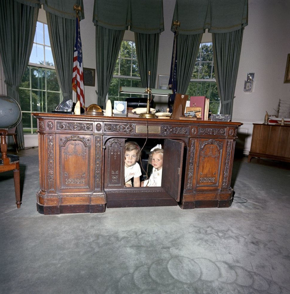 Caroline Kennedy Kerry Kennedy Resolute Desk a.jpg