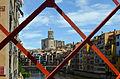 Catedral de Gerona enmarcada por el Puente de Hierro -- 2014 -- Gerona, España.jpg