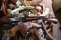 Cena slonoviny neustále vzrůstá a stále dostupnější střelné zbraně na africkém venkově jsou pro slony obrovským nebezpečím.JPG