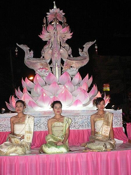 Fichier:Chiang Mai Loi Krathong 2005 008.jpg