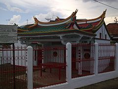 Chinese old temple near Abadi Hotel Jambi, one of cultural heritages of jambi - panoramio.jpg