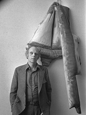 Claes Oldenburg - Claes Oldenburg in Stedelijk Museum Amsterdam (1970)