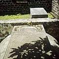 Collectie Nationaal Museum van Wereldculturen TM-20030076 Oude graven bij de ruines van de uit 1774 daterende Nederlands Hervormde Kerk Sint Eustatius Boy Lawson (Fotograaf).jpg