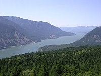 A imagem mostra o Columbia River, um rio dos Estados Unidos da América