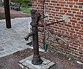 Courbes Ancienne fontaine publique.jpg