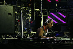 Axwell performing in Australia in January 2007. Image: Scootie.