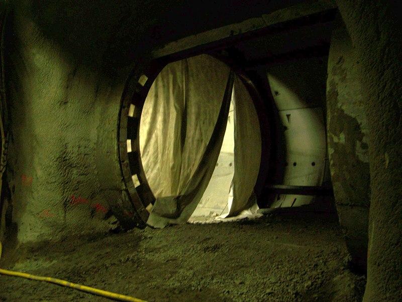 File:DOD tunel Petřiny - Motol, pohled ze sousedící štoly Markéta.jpg