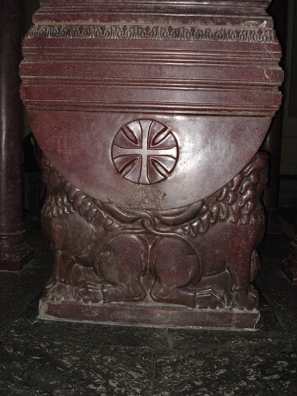 DSC00534 - Cattedrale - Tomba di Federico II + 1250 - Foto G. Dall'Orto