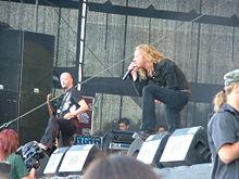 Mikael Stanne durante un'esibizione dal vivo al Summer Breeze Open Air 2007