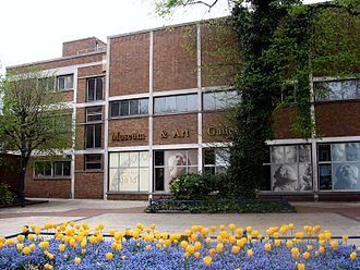 Derby Museum and Art Gallery - Image: Derby Museum Flowers 2475926344 d 64a 8a 8f 6e o