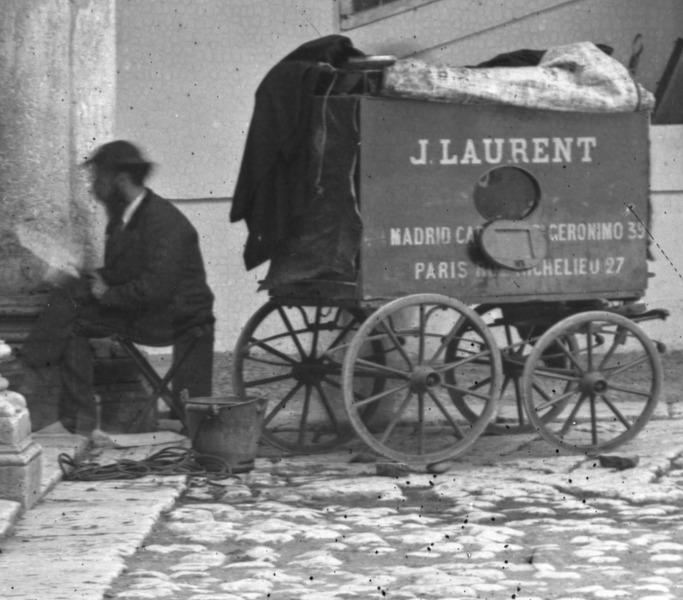 File:Detalle del carruaje laboratorio del fotógrafo J. Laurent en el año 1872, en Valladolid, España.tif