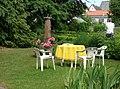 Die historische Sitzgruppe im Garten vonErnst Jünger - panoramio.jpg