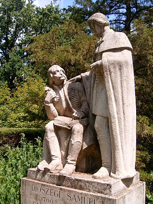Mihály Fazekas - Sculpture of Fazekas (sitting) and Sámuel Diószegi at the University of Debrecen