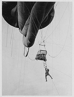 Disembarking from Kite Balloon WW1.jpg