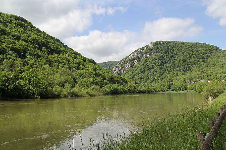 The river Doubs near Ougney-Douvot