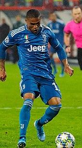 Douglas Costa in azione alla Juventus nel 2019