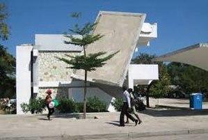 Institution Saint-Louis de Gonzague - Damaged school after 2010 earthquake