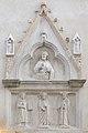 Edicola gotica con Cristo e santi in Via Garibaldi a Venezia.jpg