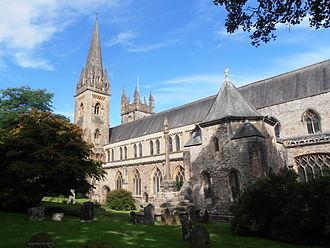 Llandaff Cathedral - Image: Eglwys Gadeiriol Llandaf 01