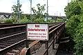 Eisenbahnbrücke Hattenbergstraße Mainz fehlender Sicherheitsraum.jpg