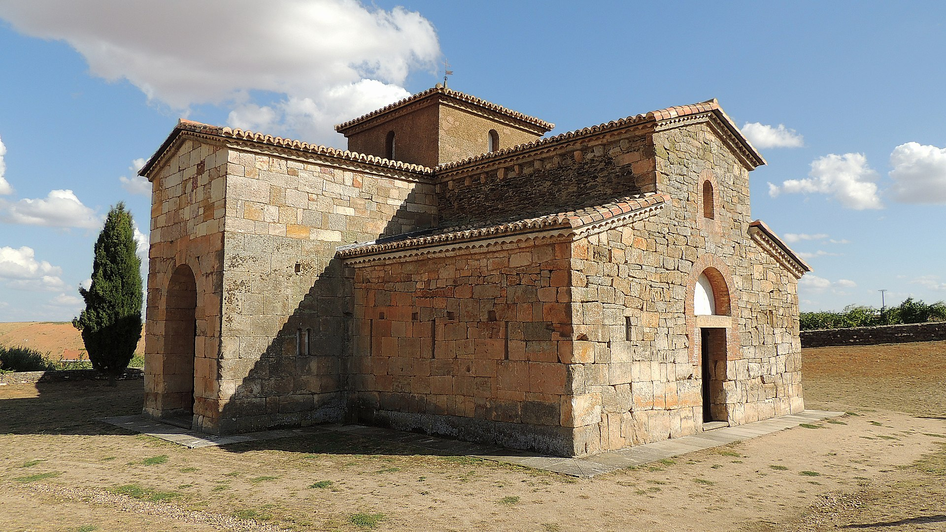 El Campillo - Iglesia de San Pedro de la Nave (Exterior).jpg