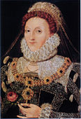 Drottning Elisabet i den rika klädsel och de praktfulla smycken som visar på härlighet och upphöjt majestät. Rosen hon bär var en symbol både för skönhet och dygd och för för drottningens ätt, huset Tudor.