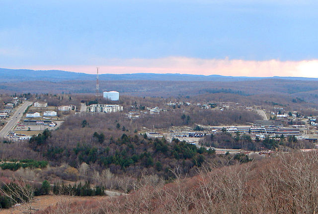 Elliot Lake By P199 (Own work) [CC-BY-SA-2.5 (http://creativecommons.org/licenses/by-sa/2.5)], via Wikimedia Commons