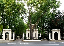 Entrance area to Kensington Palace Gardens.jpg