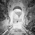 Exterieur middengang met 16e eeuwse bestrating (achtergrond- gangetje naar waterpoort) - 20000547 - RCE.jpg