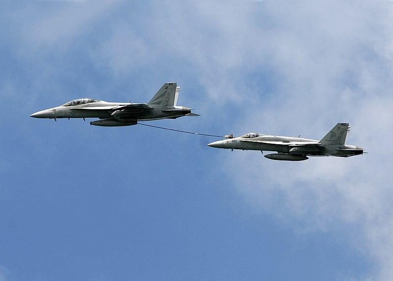 """سد النهضة الاثيوبي """" ملف شامل """" الجزء الثاني: الخيار العسكري ( موضوع فريق فرسان المجد ) 800px-F-18_Buddy_Refueling"""