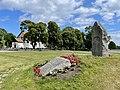 FALNE FRA BORRE Krigsminnesmerke minnestøtte andre verdenskrig Falt for fedrelandet 1940-45 BORRE KIRKE church Kirkebakken Horten Norway WW2 Monument minnestein relieff navn etc 2021-07-08 IMG 8025.jpg