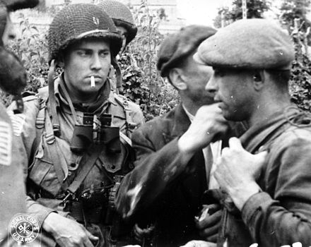 Members of the French Resistance and the US 82nd Airborne division discuss the situation during the Battle of Normandy in 1944 FTP-p012904.jpg