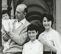 Fiorenzo Magni with family.jpg
