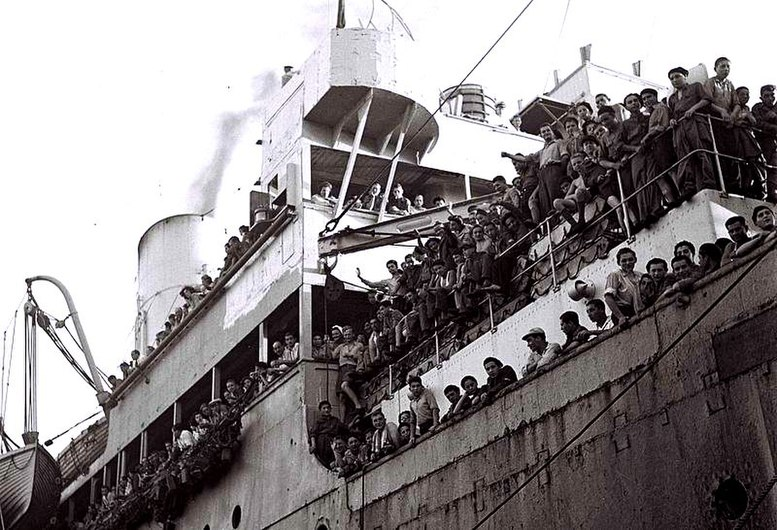 Flickr - Government Press Office (GPO) - A BRITISH SHIP BRINGING 1,204 REFUGEES FROM NAZI PERSECUTION.jpg