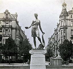 Floradenkmal , [Public domain], via Wikimedia Commons