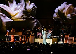 Florence and the Machine 12 09 2018 -11 (32834296408).jpg