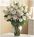 Florero con 24 rosas blancas.jpg