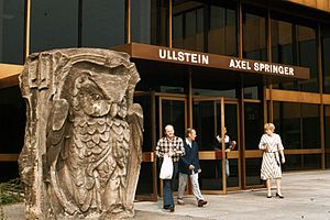 Axel Springer SE - Front entrance to the Axel Springer headquarters building in West Berlin, 1977, with the Fritz Klimsch owl sculpture.
