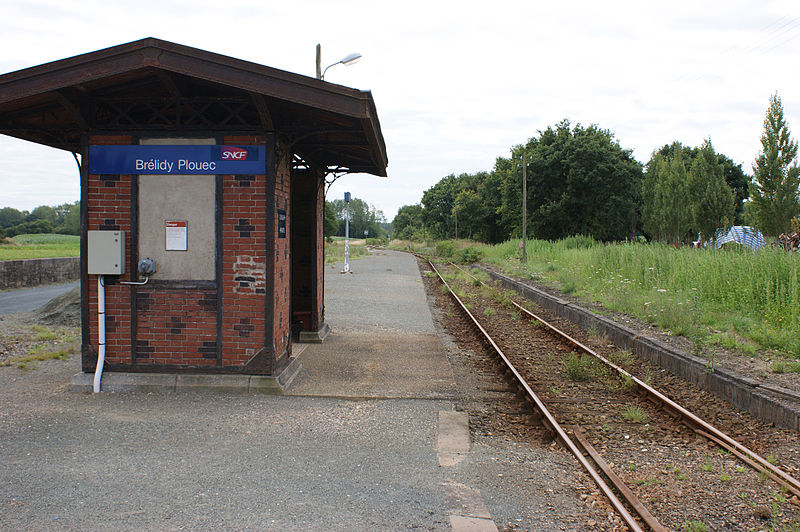 File:Gare-Brélidy-Plouec-Abri de quai.jpg