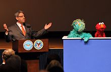 Gary Knell speaks with Elmo and Rosita, 2009.jpg