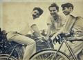 Gilberto Freyre (à direita), Carlos Lemos e Ulysses Freyre, década de 1920.png