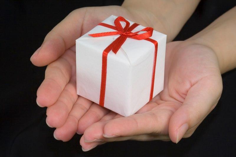 File:Giving a gift.jpg