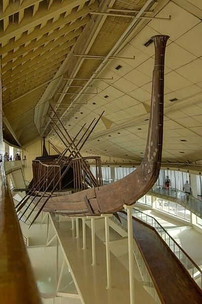 Barca Funeraria de Keops [object object] - 399px Gizeh Sonnenbarke BW 2 - Keops, en el interior de la Gran Pirámide