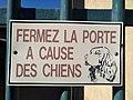 Gleizé - Panneau fermez la porte à cause des chiens (mai 2019).jpg