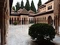 Granada, Alhambra, Patio de los Leones (05).jpg