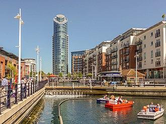 Gunwharf Quays - Image: Gunwharf Quays, Canalside