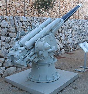 Cannon 102/35 Model 1914 - Image: HN INS Hagana K 20 Italian 102mm gun 3