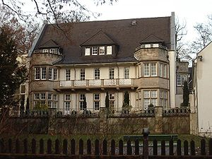 Hermann Muthesius - Southern facade of the Elena-Klinik in Harleshausen, a district of Kassel, whose main building was originally built by Hermann Muthesius as a villa. 2004-12-24