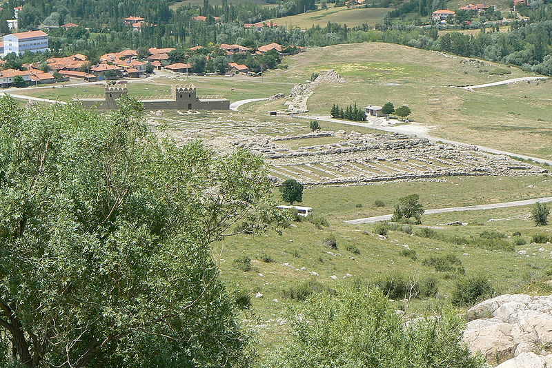 Dosya:Hattusa Lower city great temple.JPG