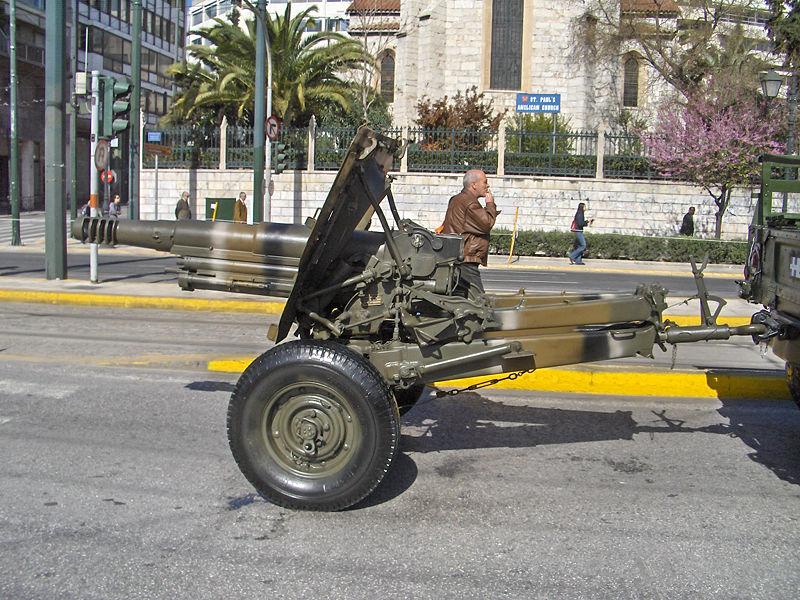 Archivo:Hellenic Army - Airmobile gun - 7220.jpg